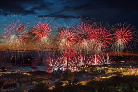 Feuerwerk in der Stadt Tag 26 Mai (Quais des Neva)