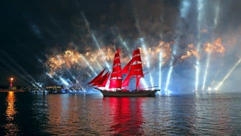 """vacances """"Alye Parusa"""" sur le bateau (par des clients. Okhtinskaya)"""