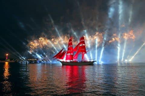 """Urlaub """"Alye Parusa"""" auf dem Boot (von Gast. Okhtinskaya)"""