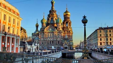 Les ponts dans le centre historique sur le canal Griboïedov