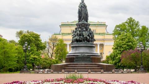 Пешеходная экскурсия «Необычные скульптуры Петербурга»