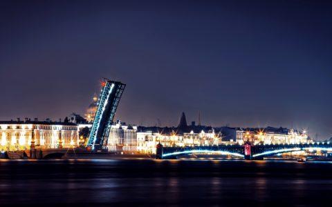 HIT VENTAS! Paseo en barco por los puentes.